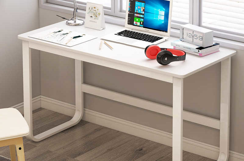 15 Best Minimalist Computer Desks (Based on Design)